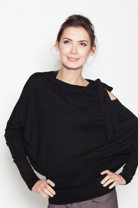 lemuse-black-blouse-with-a-bow-1