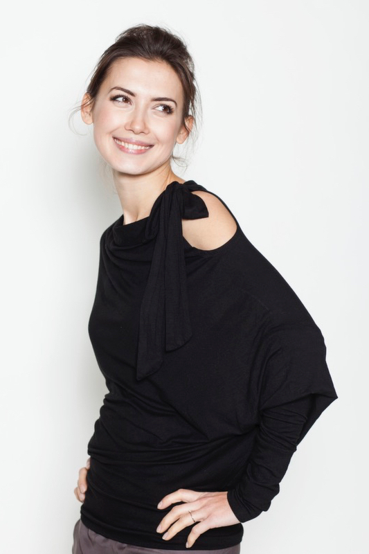 lemuse-black-blouse-with-a-bow-5