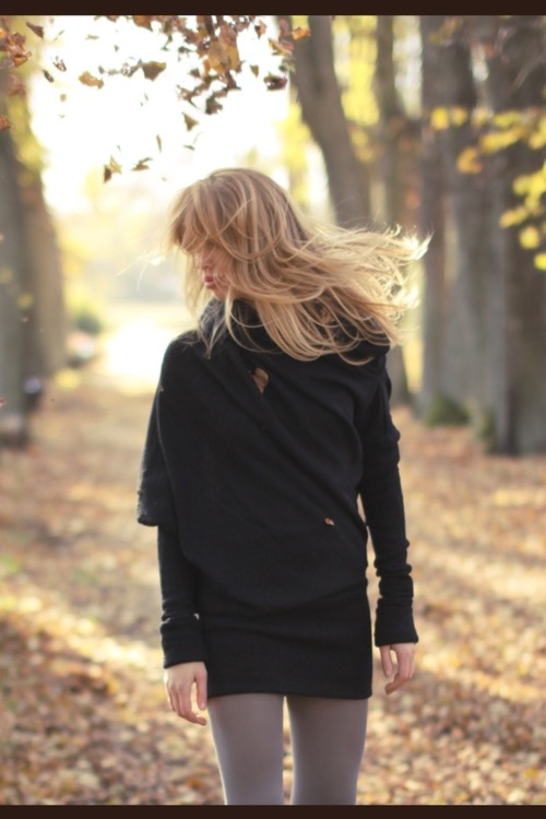LeMuse black MUSE sweater